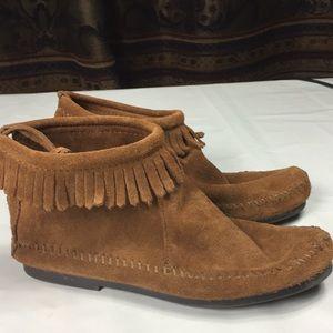 Minnetonka leather moccasin booties size 4